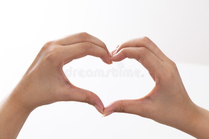 Mains formant un coeur photos stock