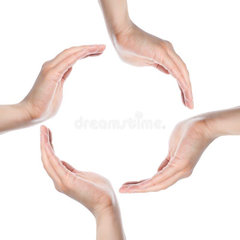 Mains humaines effectuant un cercle sur le fond blanc images stock