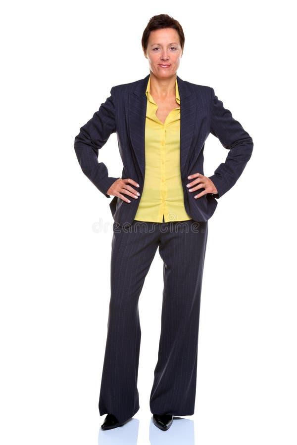 Mains mûres de femme d'affaires sur des gratte-culs photos stock