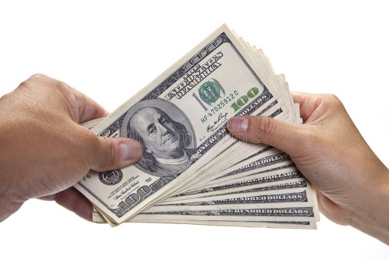 Mains permutant l'argent photographie stock