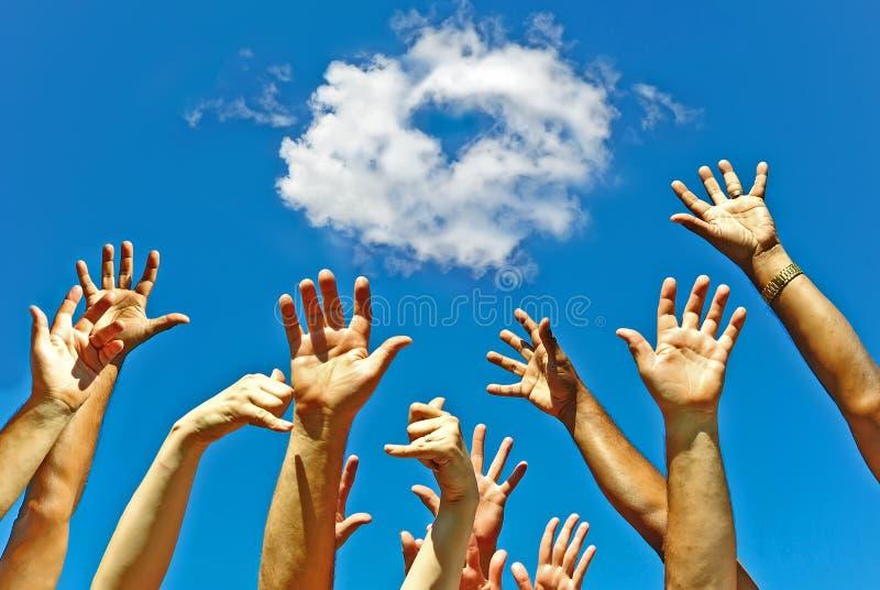 Mains pour le coeur d'amitié pour l'amour photographie stock libre de droits