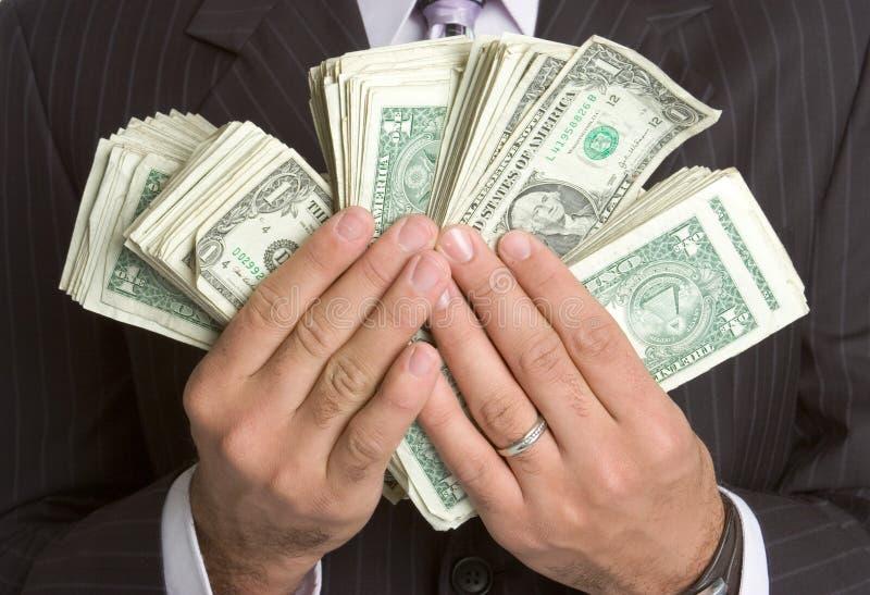 Mains retenant l'argent image libre de droits