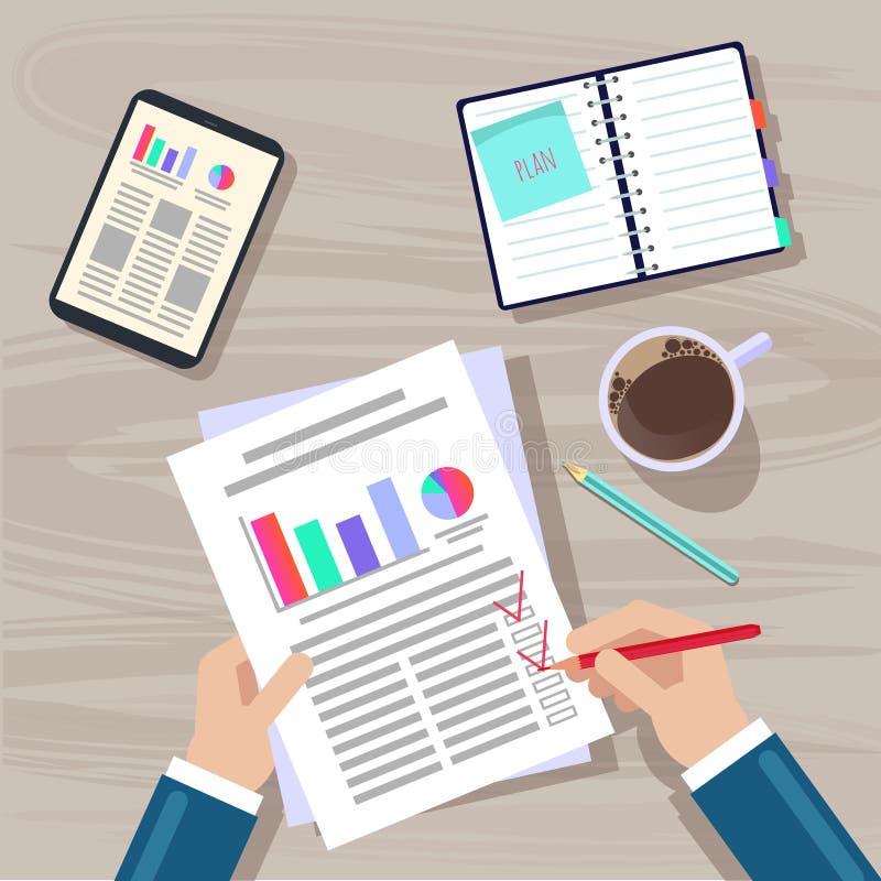Mains sur la table Un homme d'affaires écrit un plan de projet sur une feuille illustration libre de droits
