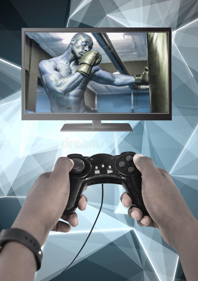 Mains tenant le contrôleur de jeu avec le combattant de boxeur à la télévision photos libres de droits