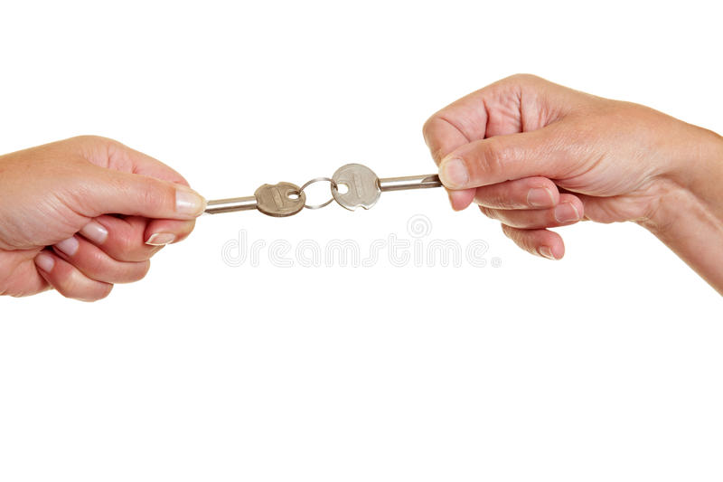 Mains tirant des clés photos stock
