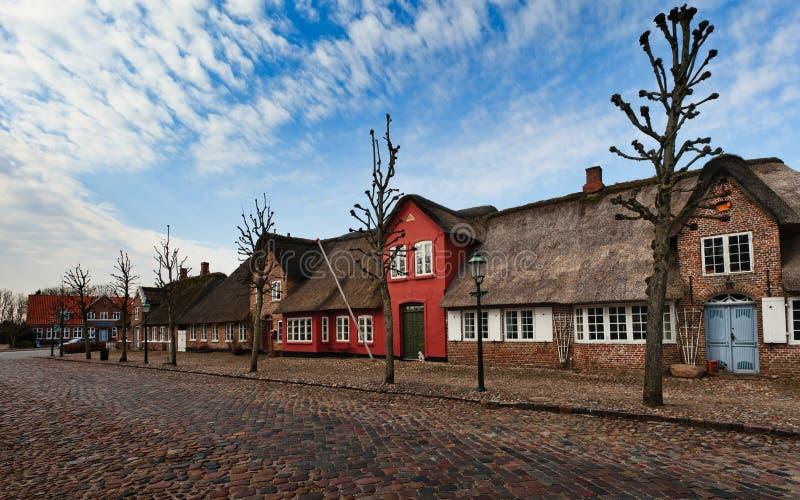 Mainstreet in Deens dorp, Moegeltoender stock foto