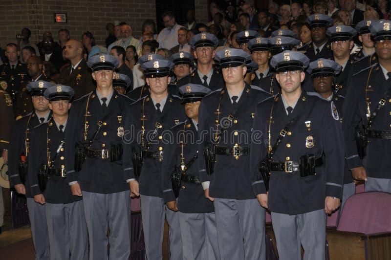 Maintenez l'ordre la classe novice du policier à l'obtention du diplôme photographie stock