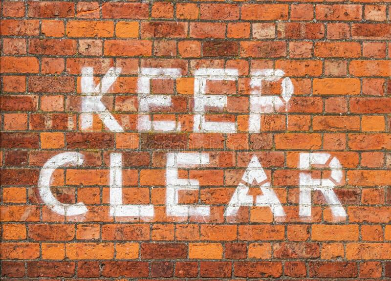 Maintenez le signe clair peint sur le mur de briques photo stock