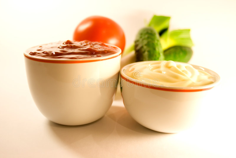 Maionese, ketchup e fresco immagine stock