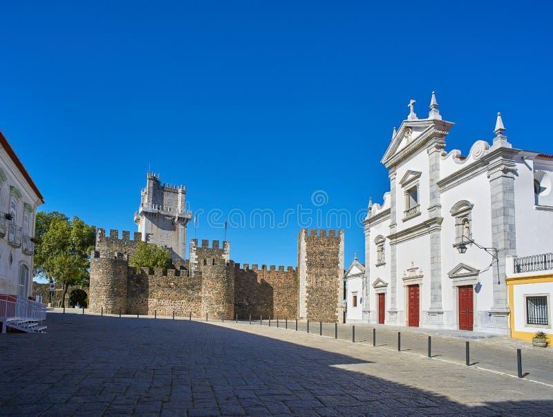 Maior de Catedral de Sao Tiago e Castelo de Beja, Portugal fotos de stock