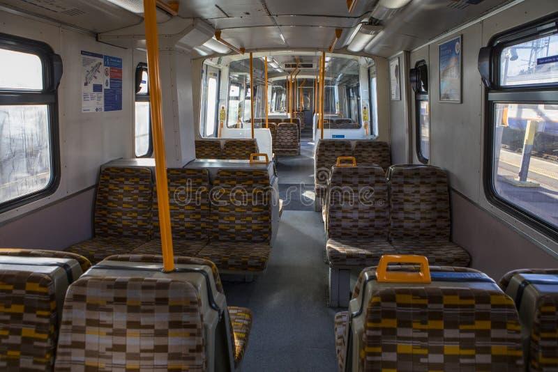Maior trem de Anglia Londres Overground imagem de stock