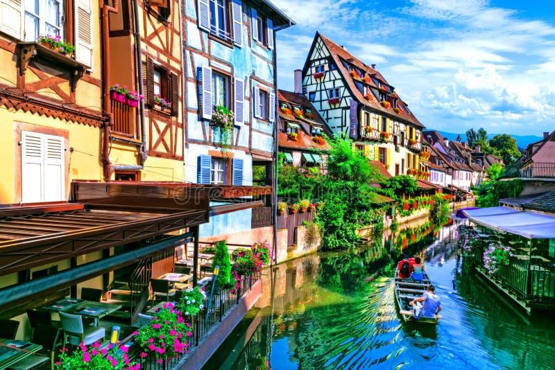 A maioria de vilas tradicionais bonitas de França - Colmar em Alsácia foto de stock royalty free