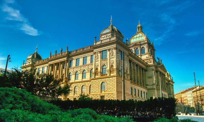 Mais baixa vista do Museu Nacional de Praga imagem de stock royalty free