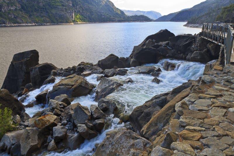 Mais baixas quedas de Wapama e reservatório de Hetchy Hetchy fotografia de stock