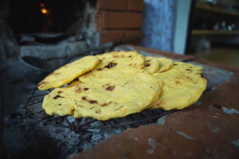 Mais-Kuchen Kolumbien Arepas de Maiz stockfotos