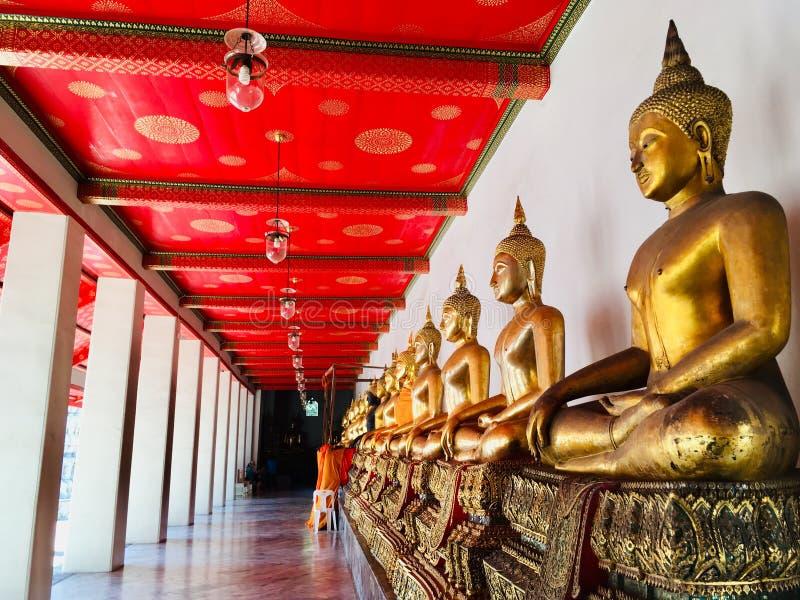 Mais meditação dourada da imagem da Buda em Wat Pho, Banguecoque Tailândia fotos de stock royalty free