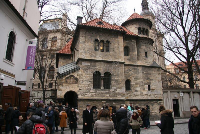 Maisel Synagogue_Prague_crowds lizenzfreie stockfotos