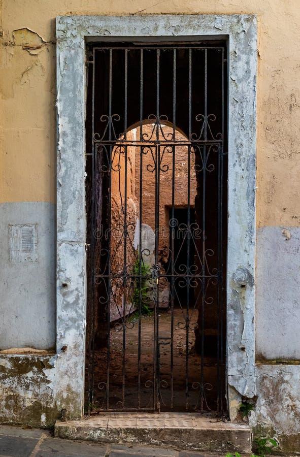 Maison abandonnée à vieux San Juan photo stock
