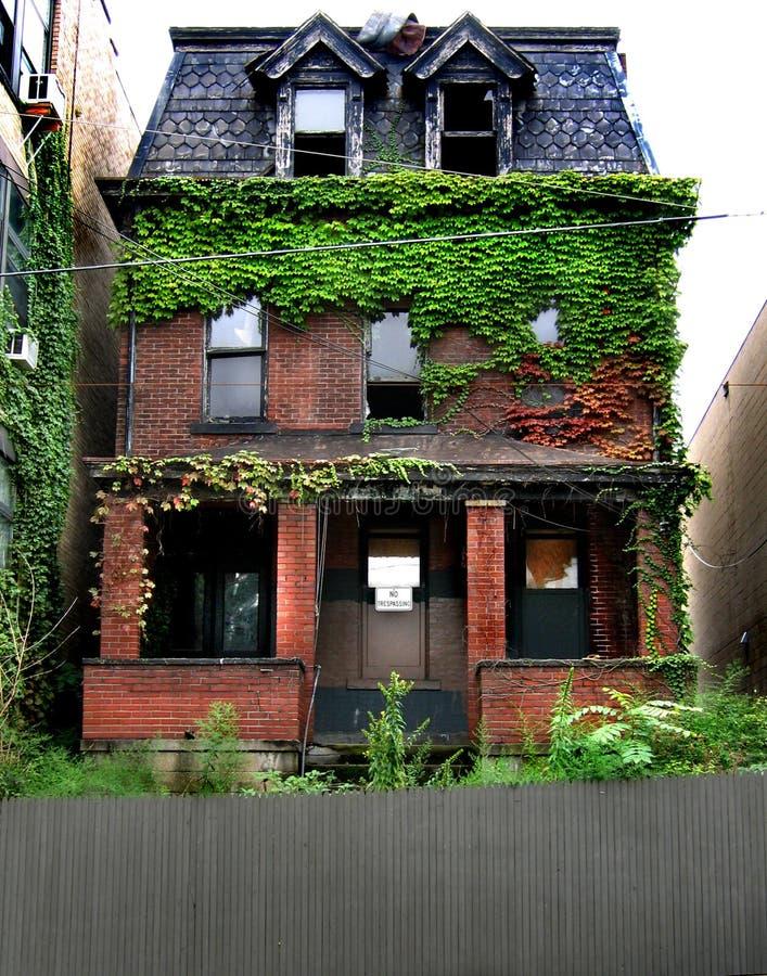 Maison abandonnée images stock