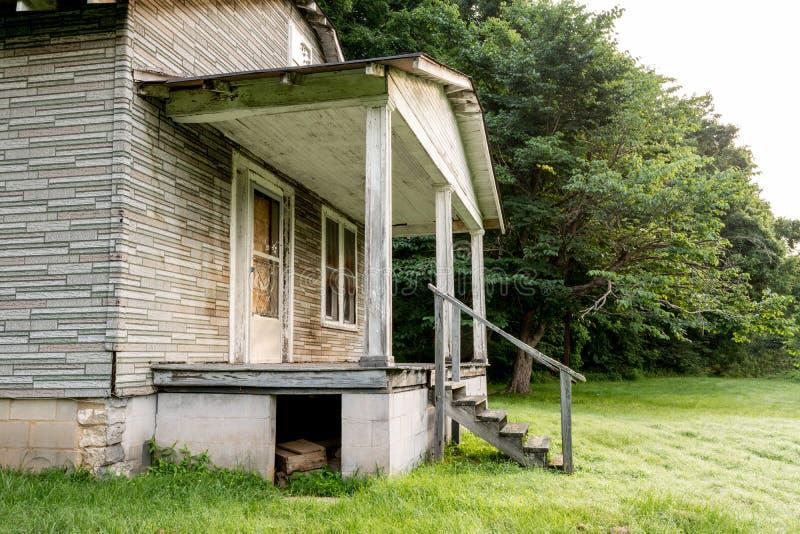 Maison abandonnée dans le pays de l'Alabama photo stock