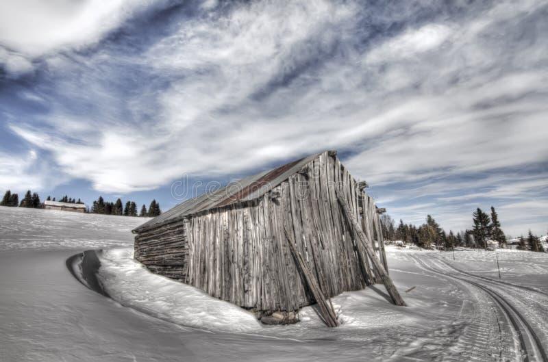 Maison abandonnée en horizontal de l'hiver en Norvège photos stock
