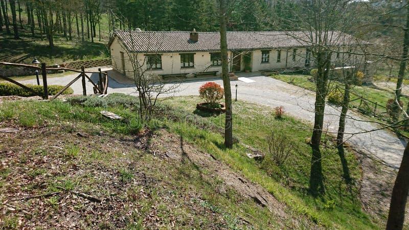 Maison agricole de vacances images stock