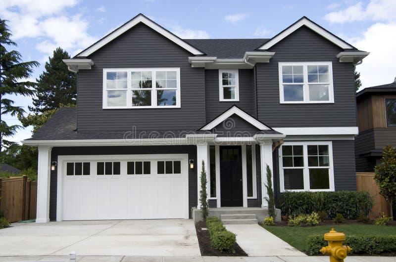 maison am ricaine neuve photo stock image du neuf type 42037706. Black Bedroom Furniture Sets. Home Design Ideas