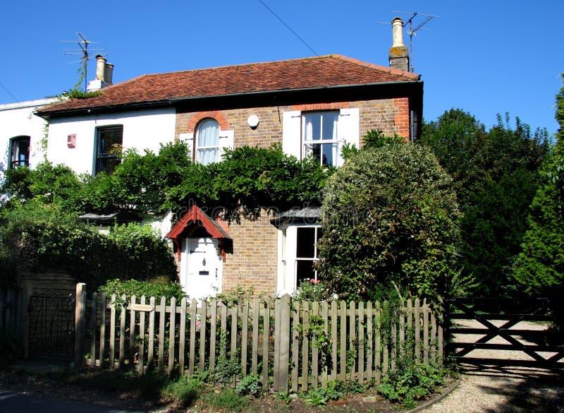 Maison anglaise de village photos stock