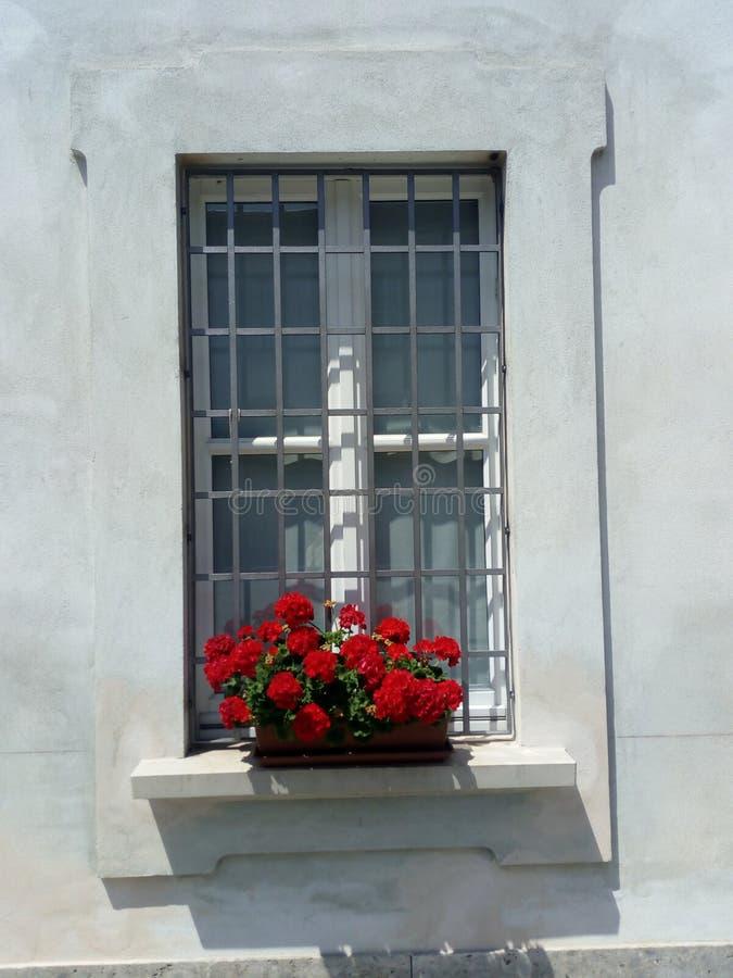 Maison antique de fenêtre en Italie Monza image libre de droits