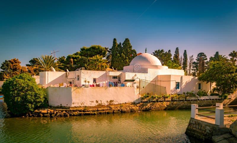 Maison arabe traditionnelle en tunisie photo stock image for Architecture maison arabe