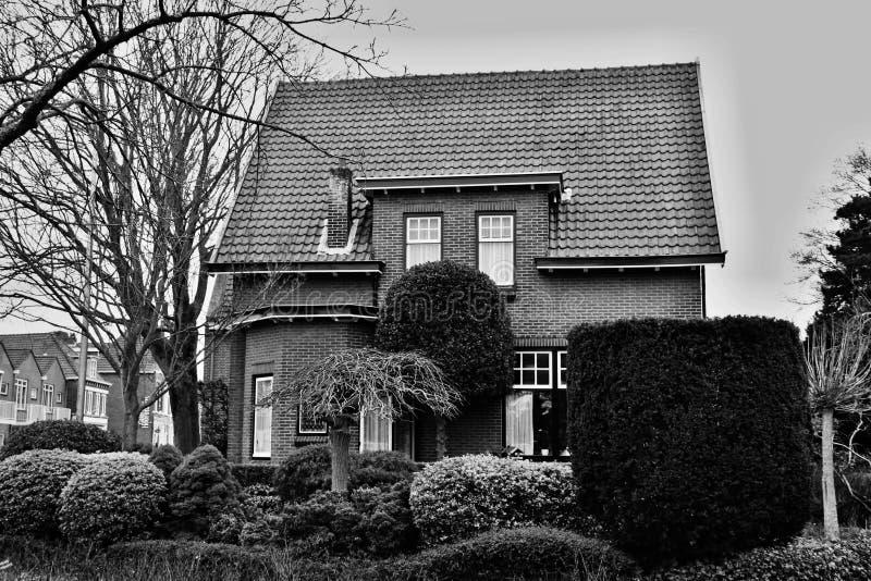 maison avant de jardin images libres de droits