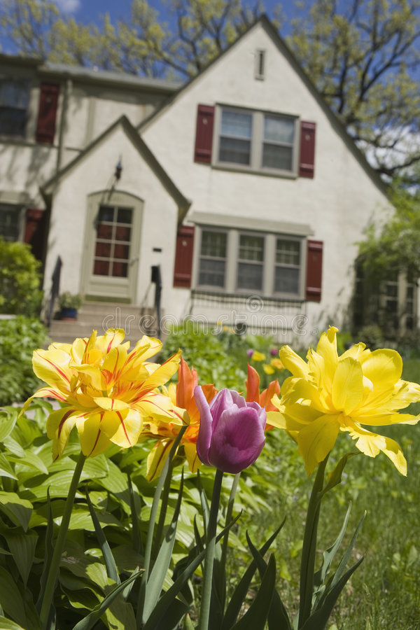 jardin avant maison good avantaprs projets pour agrandir la maison with jardin avant maison. Black Bedroom Furniture Sets. Home Design Ideas