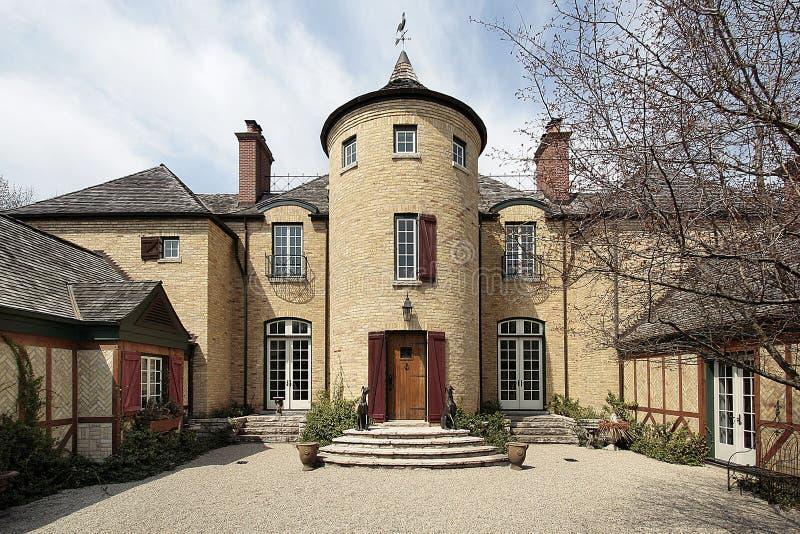 Maison avec la tourelle en pierre photos stock
