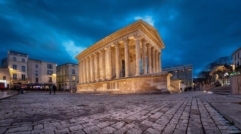 Maison Carree - återställd roman tempel i Nimes, Frankrike arkivbild