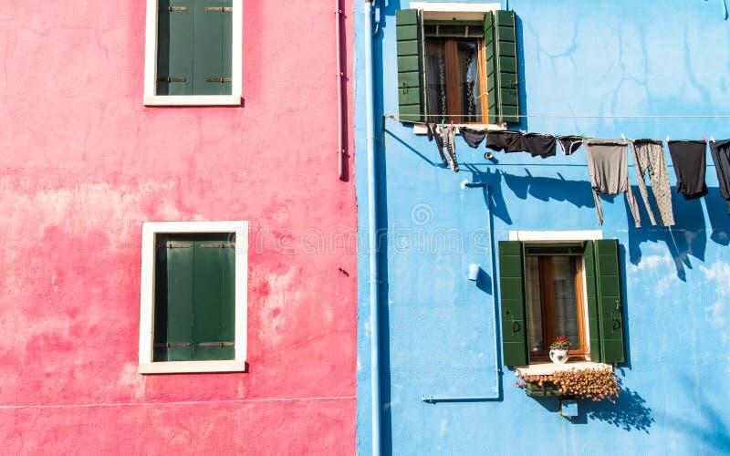 Maison colorée scénique sur l'île de Burano, Venise photos libres de droits