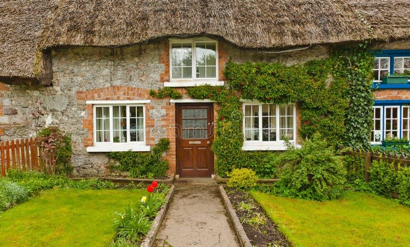Maison couverte de chaume irlandaise traditionnelle, Irlande image libre de droits