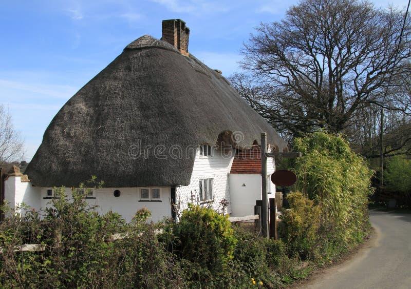 Maison couverte de chaume traditionnelle image stock