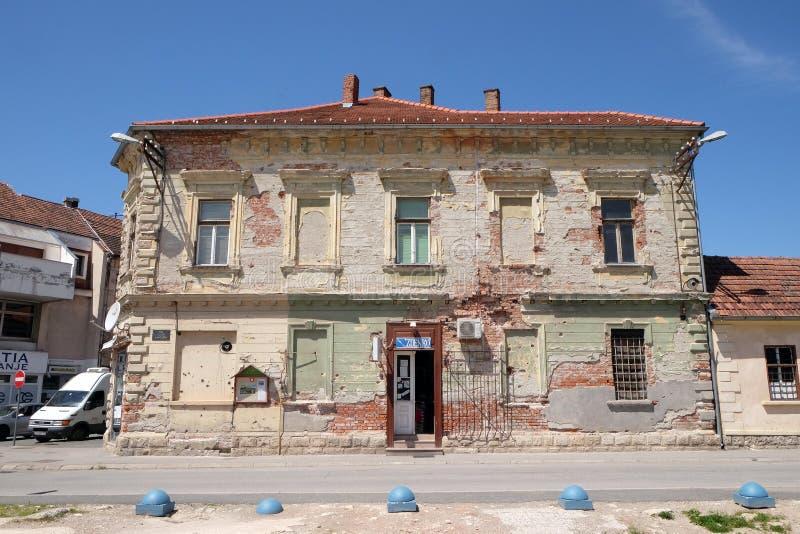 Maison détruite comme conséquence de guerre dans Pakrac, Croatie photo stock