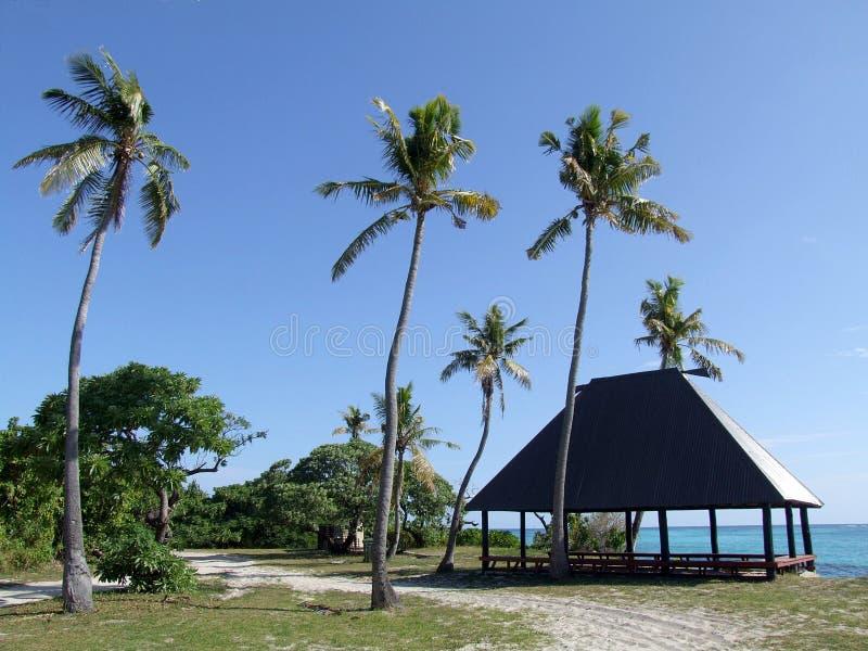 Maison d'été sur une plage de Mana Island image stock