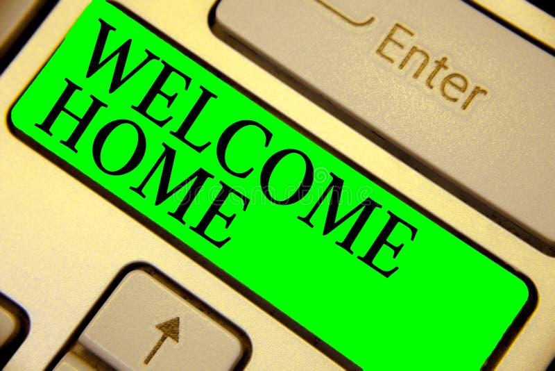 Maison d'accueil d'apparence de signe des textes Clé conceptuelle Intenti de vert de clavier d'entrée de natte de domicile de nou images stock
