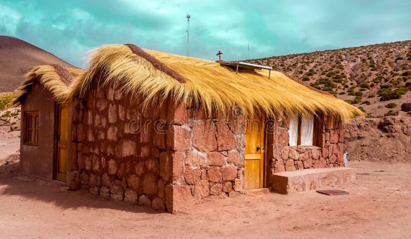 Maison d'Adobe avec le chauffage solaire chez San Pedro de Atacama, Chili, Amérique du Sud photos stock