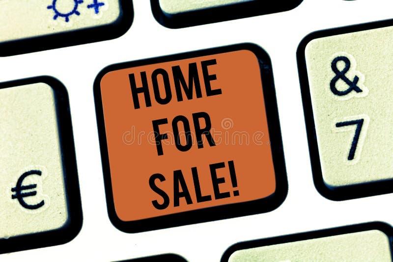 Maison d'apparence de signe des textes à vendre Chambre conceptuelle de photo disponible pour être clé de clavier de offre acheté images stock
