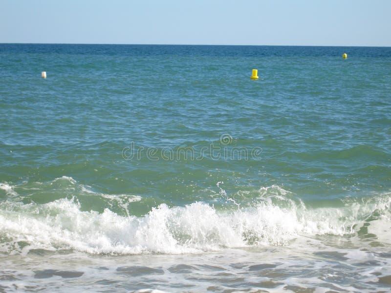 Maison d'avion de sable de vague d'été de nature de mer d'échelle de canards de voile de voilier images libres de droits