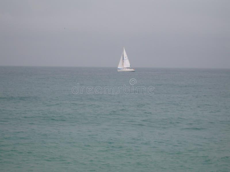 Maison d'avion de sable de vague d'été de nature de mer de canard de voile de voilier photographie stock