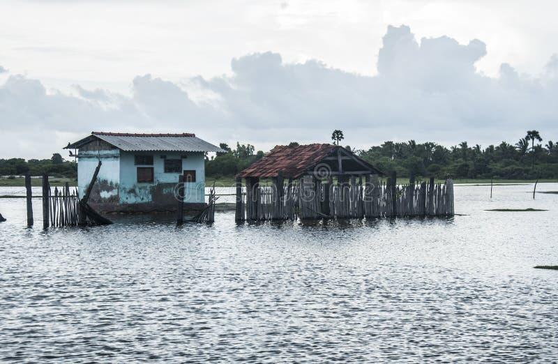 Maison d'Inde submergée en inondations image stock