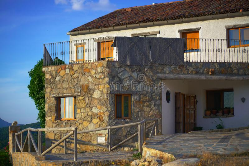 Maison dans le pays de l'Espagne, peu de ville traditionnelle photo stock