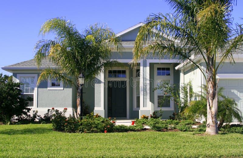 Maison dans les tropiques photo stock