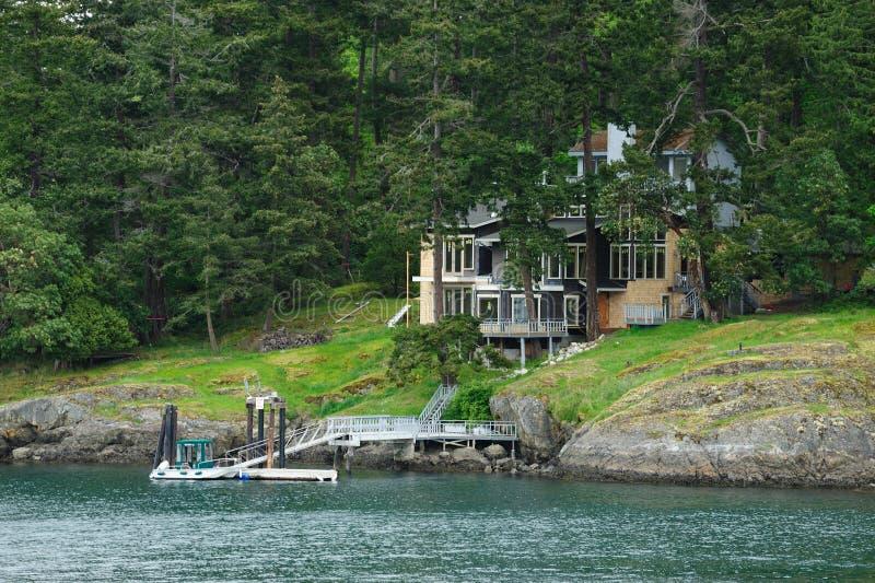 Maison de bord de la mer photographie stock libre de droits