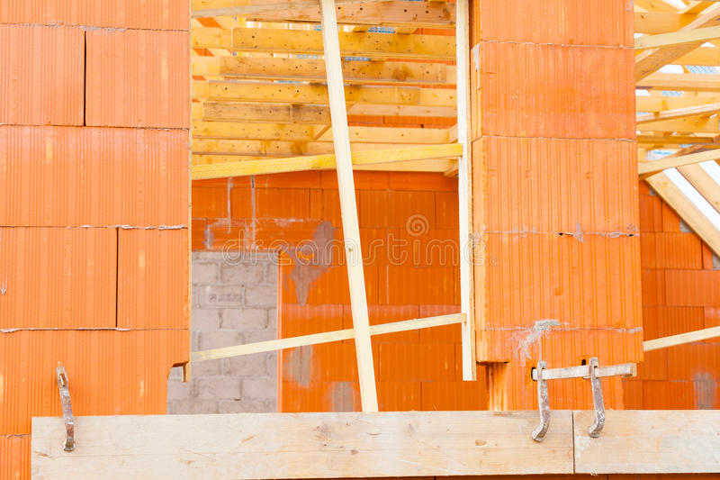 Maison de brique en construction photo stock