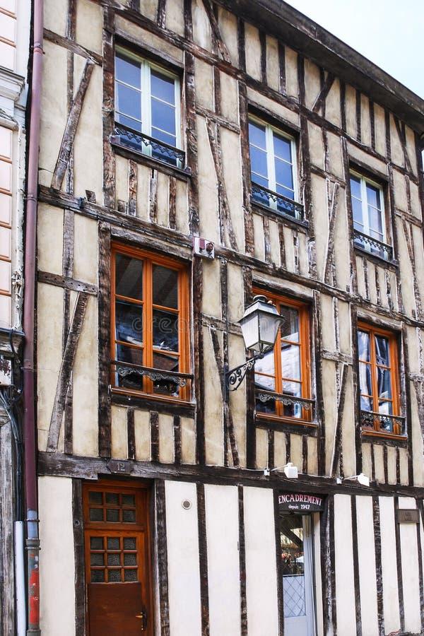 Maison de Fachwerk sur la rue Rue Mole à Troyes photographie stock libre de droits